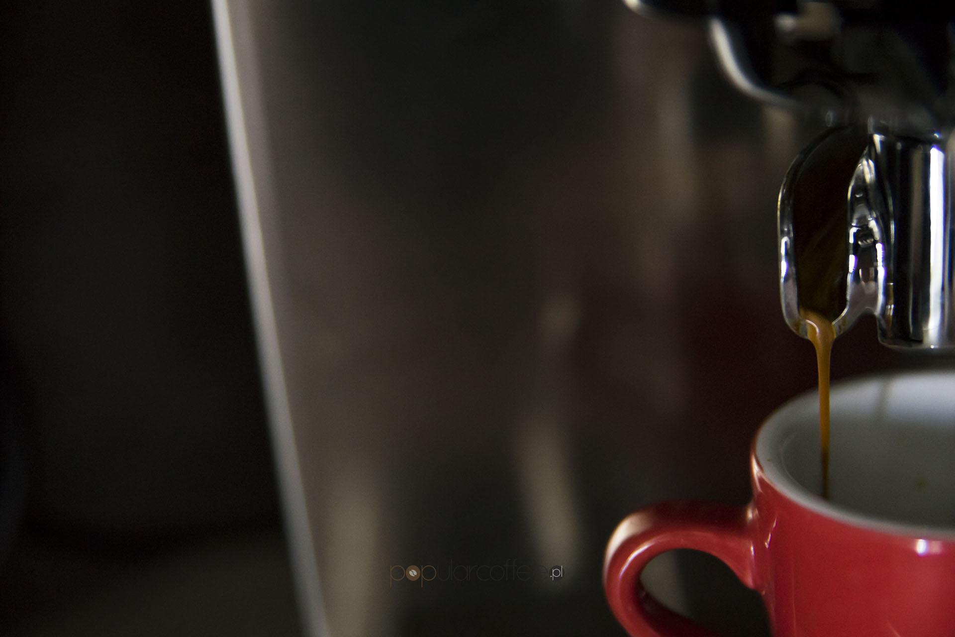 palenie kawy kolor espresso